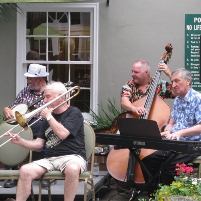 Jam session around the pool on the New Orleans group jazz tour